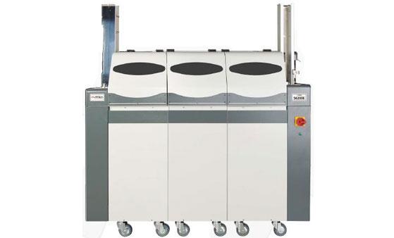 S6200E ist ein vollautomatisches Prägesystem zur Hochprägung (Embossing) von Plastikkarten.
