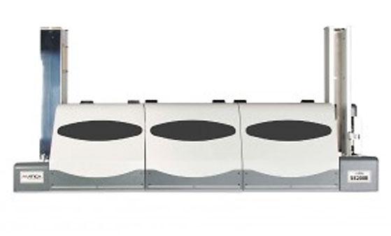 S5200E ist ein vollautomatisches Prägesystem zur Hochprägung (Embossing) von Plastikkarten.
